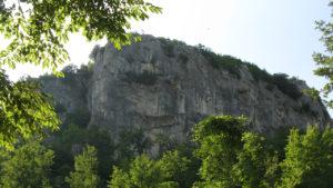 Il Sasso della Rocca visto dal sentiero 25